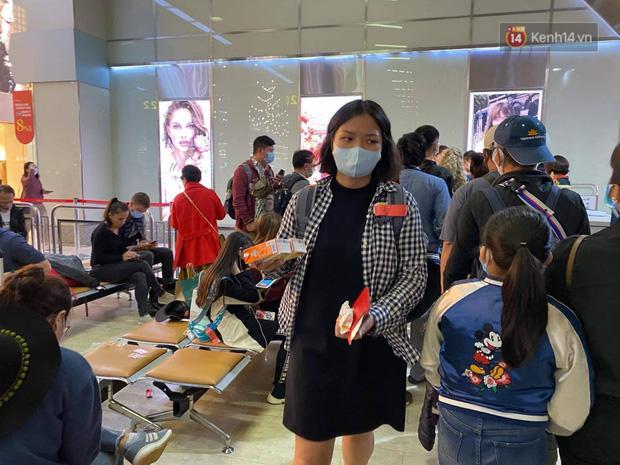 Cả trăm du khách Việt vật vờ ở sân bay Đài Loan từ sáng đến tối để chờ về nước trong mùa dịch virus corona-6