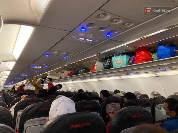 Cả trăm du khách Việt vật vờ ở sân bay Đài Loan từ sáng đến tối để chờ về nước trong mùa dịch virus corona-8
