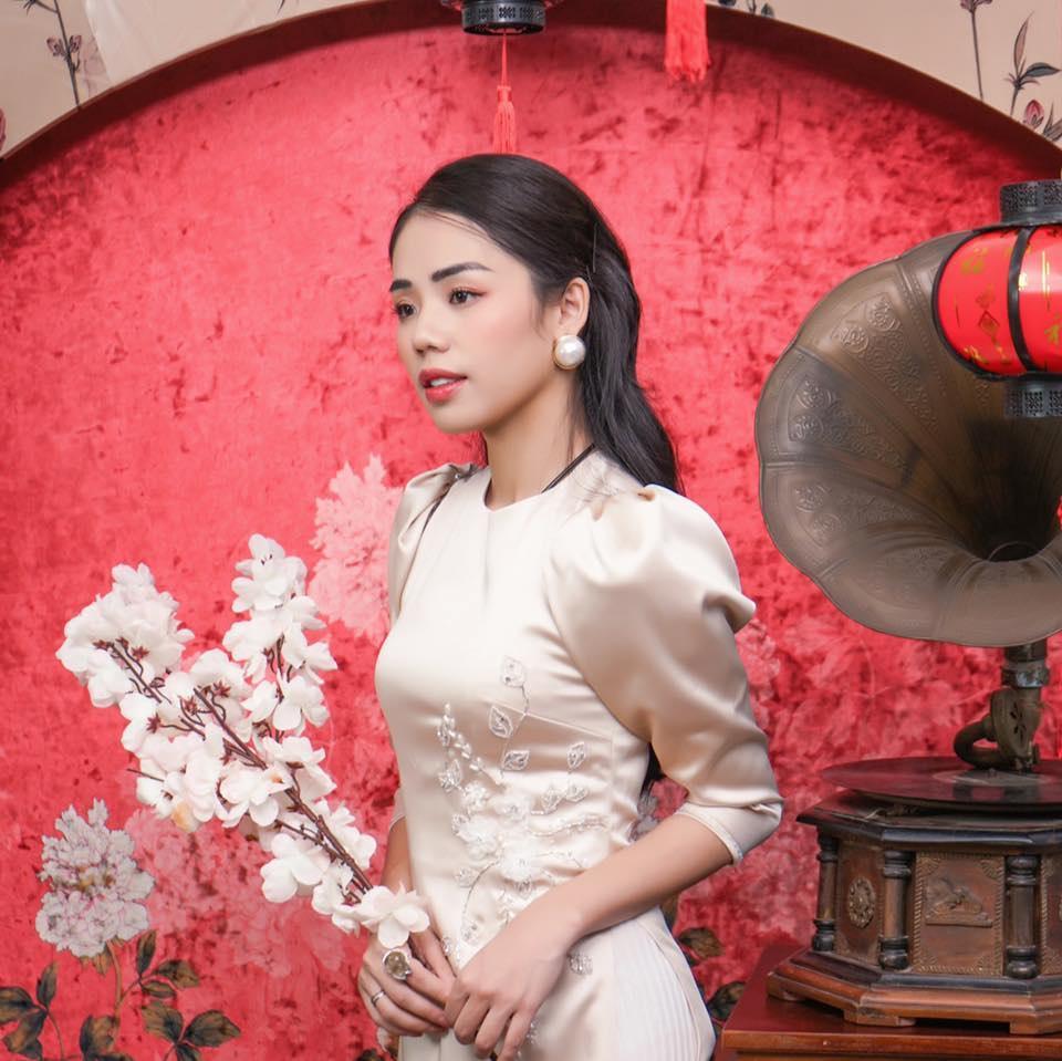 1 tuần tung 4 clip không cái nào đạt nổi 500.000 view: Thánh nữ cover Hương Ly đang bị thất sủng?-1