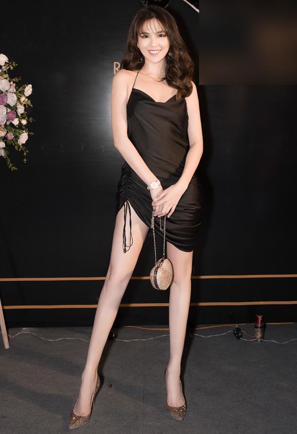 Ngọc Trinh khoe dáng trong biệt thự triệu đô, dân mạng khiếp vía khi nhìn chân cô ấy-4