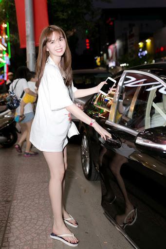 Ngọc Trinh khoe dáng trong biệt thự triệu đô, dân mạng khiếp vía khi nhìn chân cô ấy-8