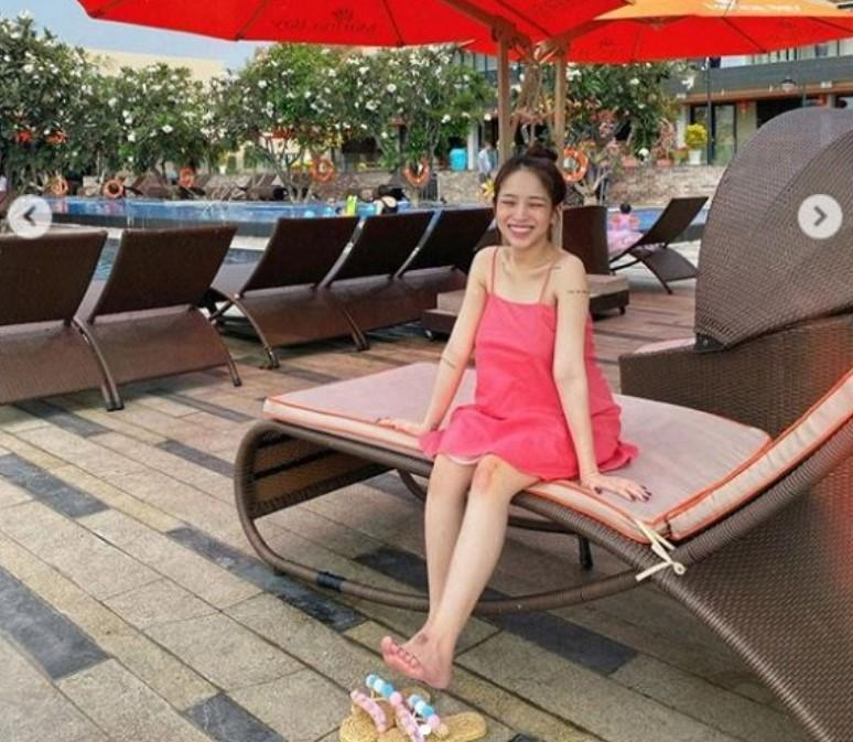 Đăng ảnh đi du lịch, con gái Minh Nhựa lại bị soi đôi chân bầm tím-4