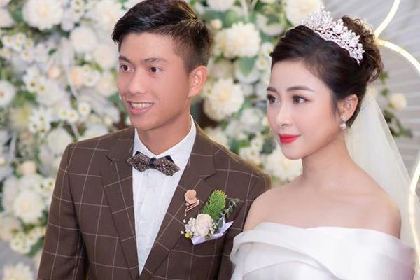Đám cưới chưa qua 1 tuần, Phan Văn Đức tung ngay chiêu nịnh vợ siêu lãng mạn