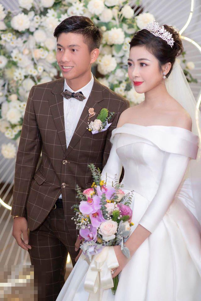 Đám cưới chưa qua 1 tuần, Phan Văn Đức tung ngay chiêu nịnh vợ siêu lãng mạn-3