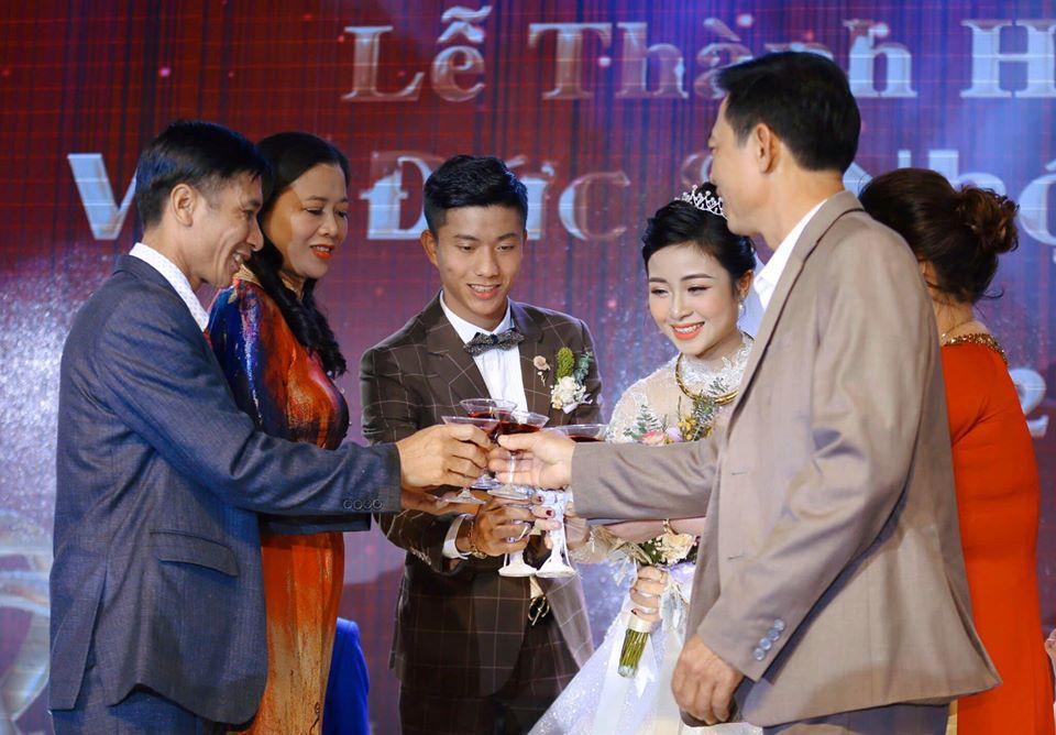 Đám cưới chưa qua 1 tuần, Phan Văn Đức tung ngay chiêu nịnh vợ siêu lãng mạn-1