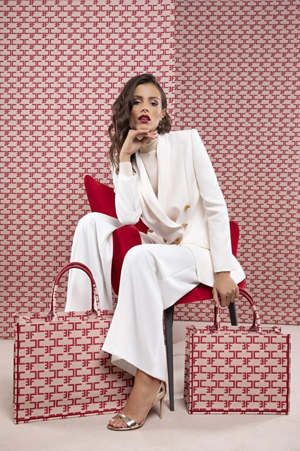 Calvin Klein bị tố đạo nhái thiết kế túi nổi tiếng của Dior-4