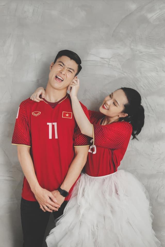 Gần đến ngày cưới, Quỳnh Anh khoe ảnh cưới mặc áo đấu đặc biệt của Duy Mạnh ở đội tuyển Việt Nam-2