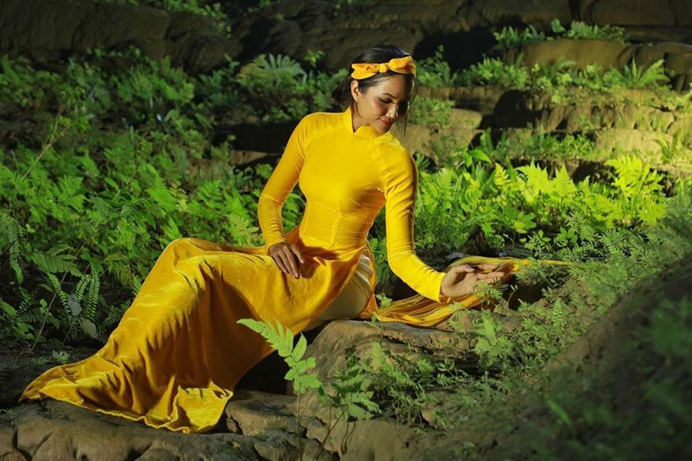 HHen Niê múa vũ khúc Sơn Đoòng tại hang động lớn nhất thế giới-5