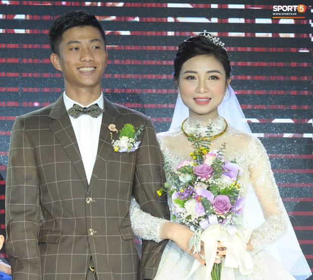 Đăng ảnh cưới đã qua 7749 lớp chỉnh sửa, vợ Phan Văn Đức vẫn bị chê nọng cằm-1