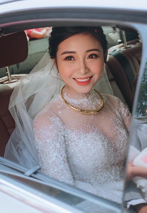 Đăng ảnh cưới đã qua 7749 lớp chỉnh sửa, vợ Phan Văn Đức vẫn bị chê nọng cằm-4