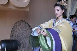Bi hài hậu trường sao Hoa ngữ mặc cổ trang giữa mùa hè