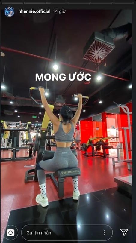 Vừa đeo khẩu trang vừa tập gym, HHen Niê khiến fan cười bò vì cách lấy động lực giảm cân mùa dịch-4