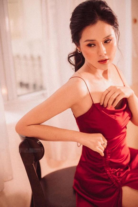 Giữa nghi vấn chia tay cầu thủ Trọng Đại, Huyền Trang xác nhận đang độc thân-2