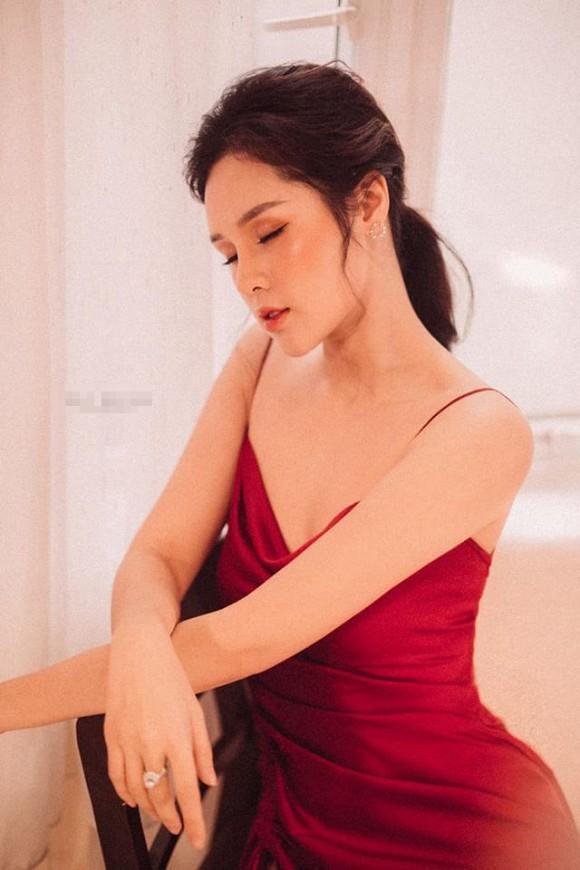 Giữa nghi vấn chia tay cầu thủ Trọng Đại, Huyền Trang xác nhận đang độc thân-3