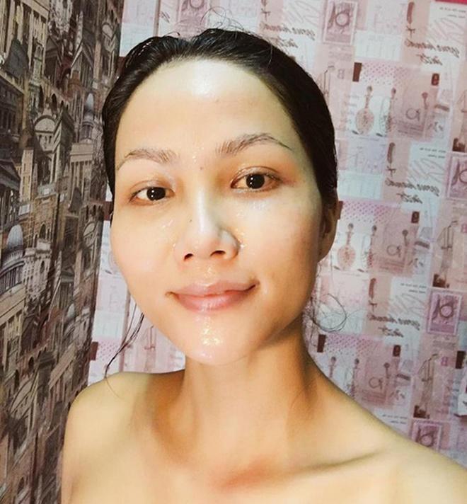 4 hoa hậu Việt chăm khoe mặt mộc bất chấp khen chê-1