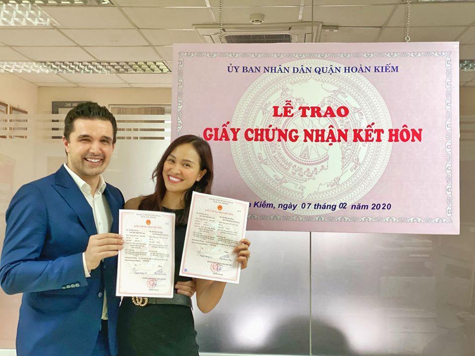 Phương Mai chính thức đăng ký kết hôn sau khi cưới và sinh con đầu lòng-2