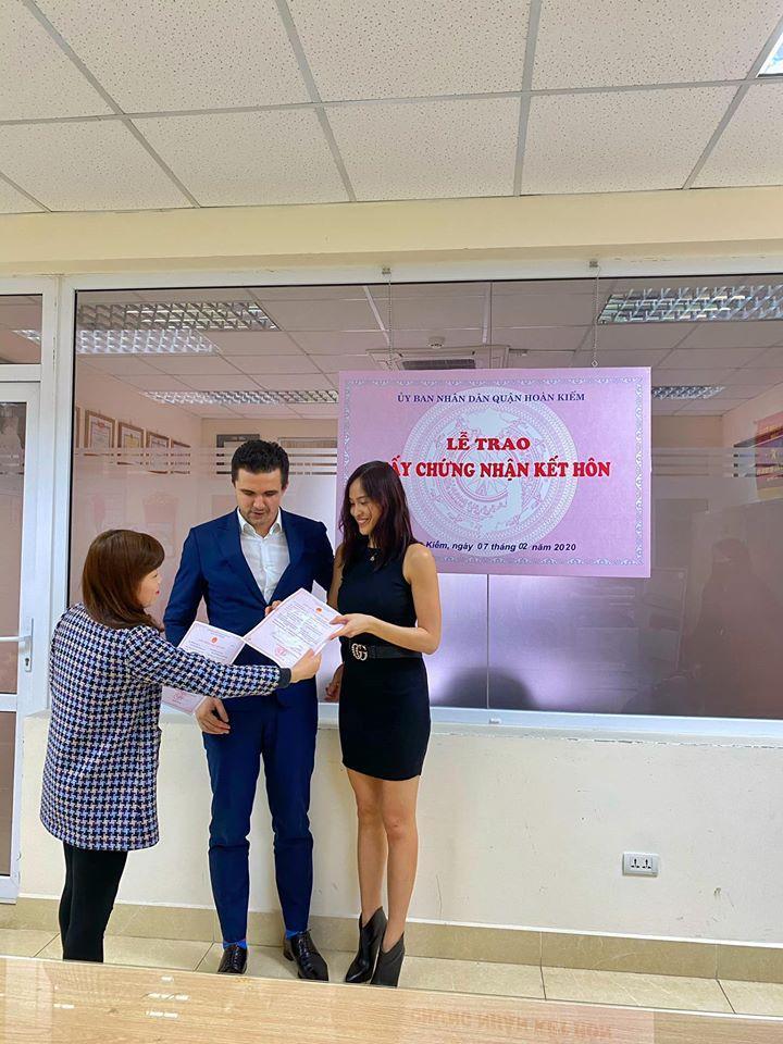 Phương Mai chính thức đăng ký kết hôn sau khi cưới và sinh con đầu lòng-3