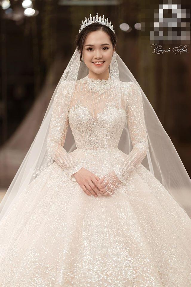 Bóc giá trang phục cưới toàn đồ hiệu của Duy Mạnh - Quỳnh Anh-3