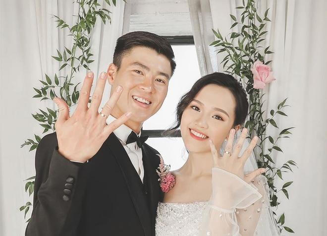 Bóc giá trang phục cưới toàn đồ hiệu của Duy Mạnh - Quỳnh Anh-6