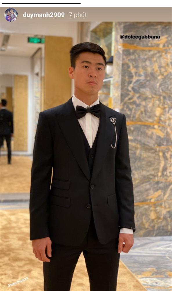 Bóc giá trang phục cưới toàn đồ hiệu của Duy Mạnh - Quỳnh Anh-7