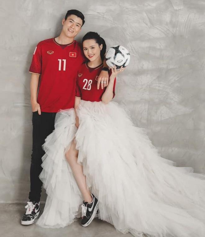 Bóc giá trang phục cưới toàn đồ hiệu của Duy Mạnh - Quỳnh Anh-9