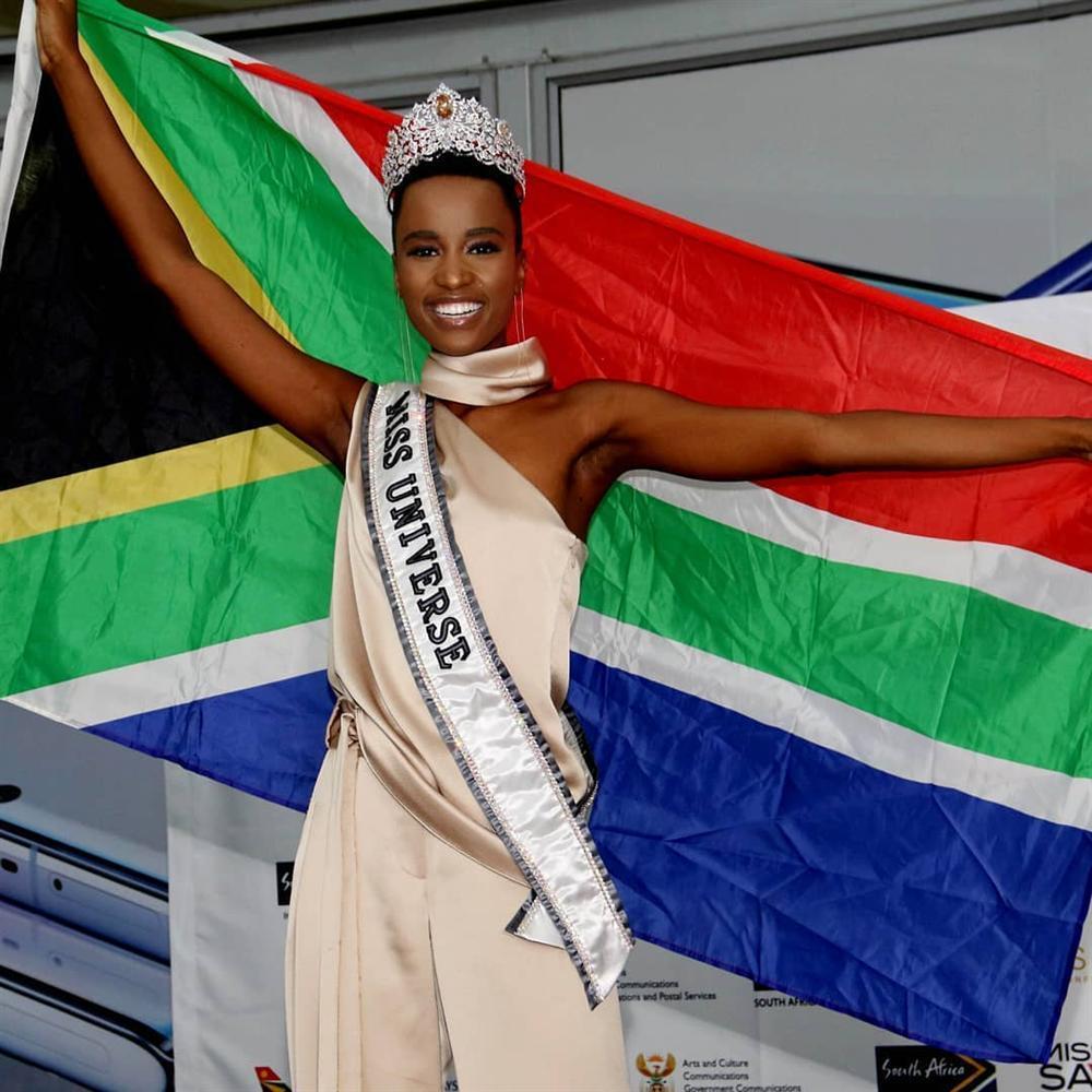 Sân bay Nam Phi như vỡ trận khi Hoa hậu Hoàn vũ da màu trở về-5