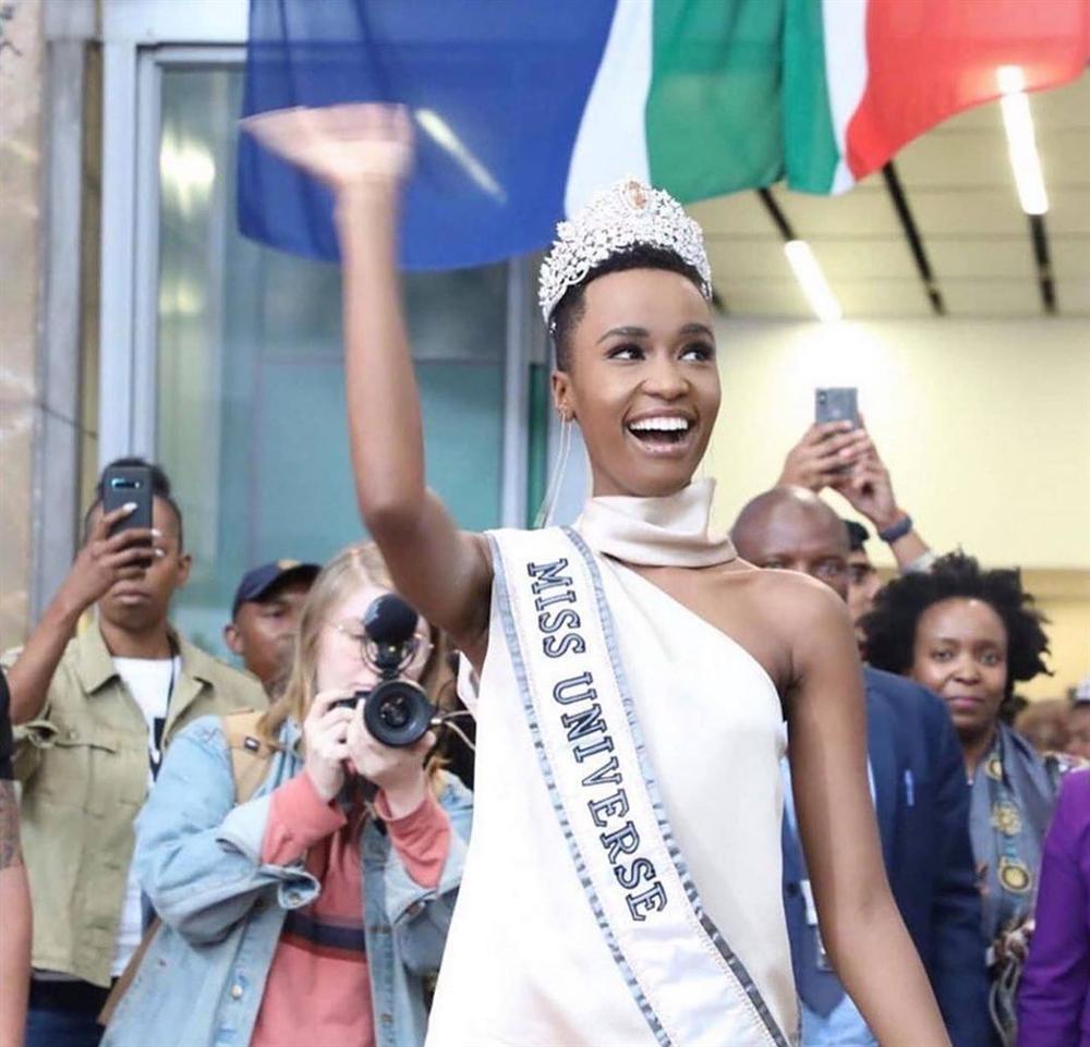 Sân bay Nam Phi như vỡ trận khi Hoa hậu Hoàn vũ da màu trở về-1