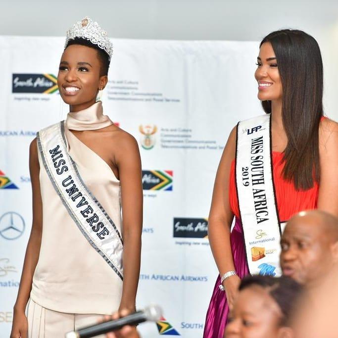 Sân bay Nam Phi như vỡ trận khi Hoa hậu Hoàn vũ da màu trở về-9