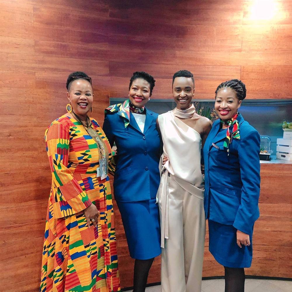 Sân bay Nam Phi như vỡ trận khi Hoa hậu Hoàn vũ da màu trở về-10