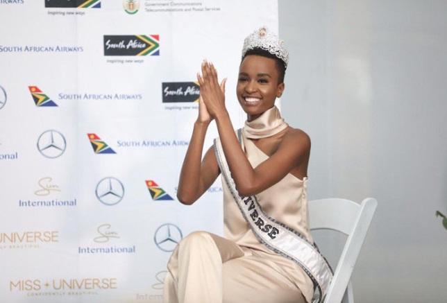 Sân bay Nam Phi như vỡ trận khi Hoa hậu Hoàn vũ da màu trở về-13