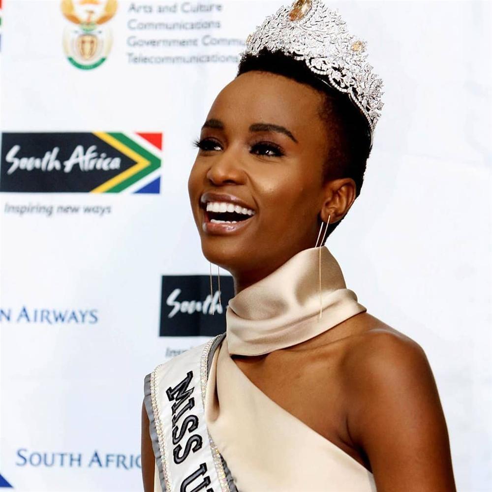 Sân bay Nam Phi như vỡ trận khi Hoa hậu Hoàn vũ da màu trở về-16