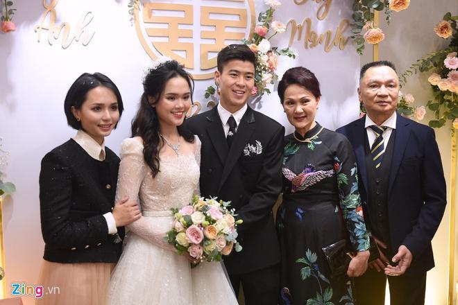 Quỳnh Anh đeo vòng cổ 285 viên kim cương, diện váy cưới như công chúa-1