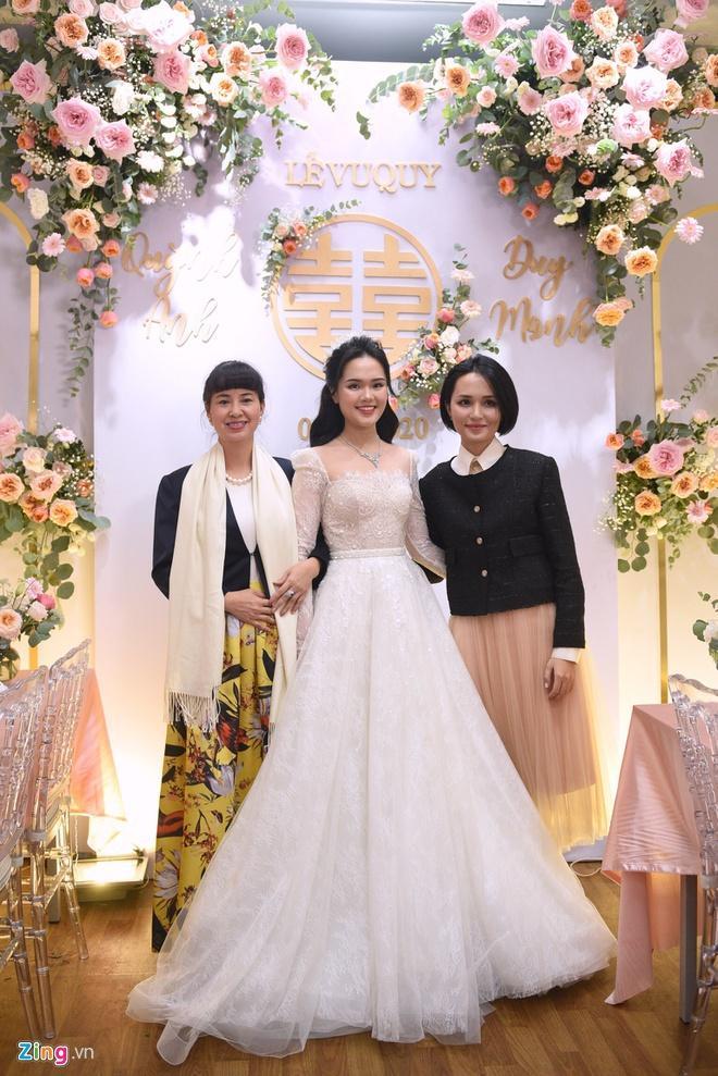 Quỳnh Anh đeo vòng cổ 285 viên kim cương, diện váy cưới như công chúa-2