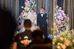 Khoảnh khắc xúc động trong đám cưới Duy Mạnh  - Quỳnh Anh: Chú rể bật khóc trước lời căn dặn của bố vợ