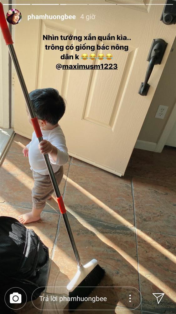 Mới hơn 1 tuổi, quý tử nhà Phạm Hương đã dọn nhà tháo vát khiến các mẹ bỉm sữa trầm trồ-2