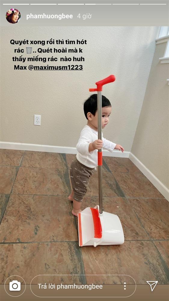 Mới hơn 1 tuổi, quý tử nhà Phạm Hương đã dọn nhà tháo vát khiến các mẹ bỉm sữa trầm trồ-5