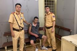 Du khách nước ngoài dùng dao khống chế nhân viên, cướp tài sản ở trung tâm Sài Gòn