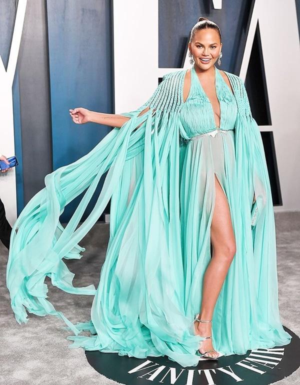 Dàn mỹ nhân lộ ngực phản cảm, mặc quần đùi tại bữa tiệc hậu Oscar-6
