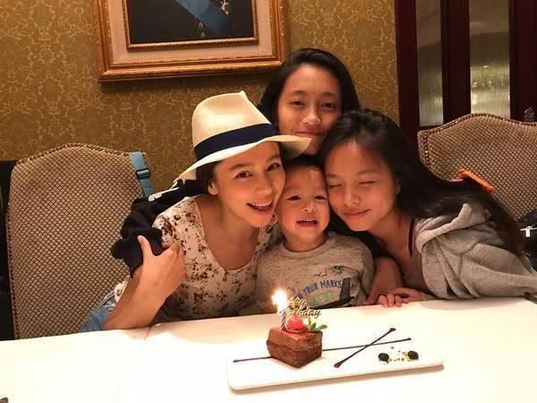 Triệu Vy, Chương Tử Di và những cặp mẹ kế - con chồng nổi tiếng của showbiz Hoa ngữ-5
