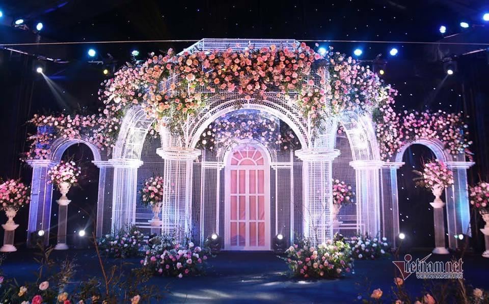 Toàn cảnh tiệc cưới siêu to khổng lồ đẹp như MV nhạc của Duy Mạnh - Quỳnh Anh-2