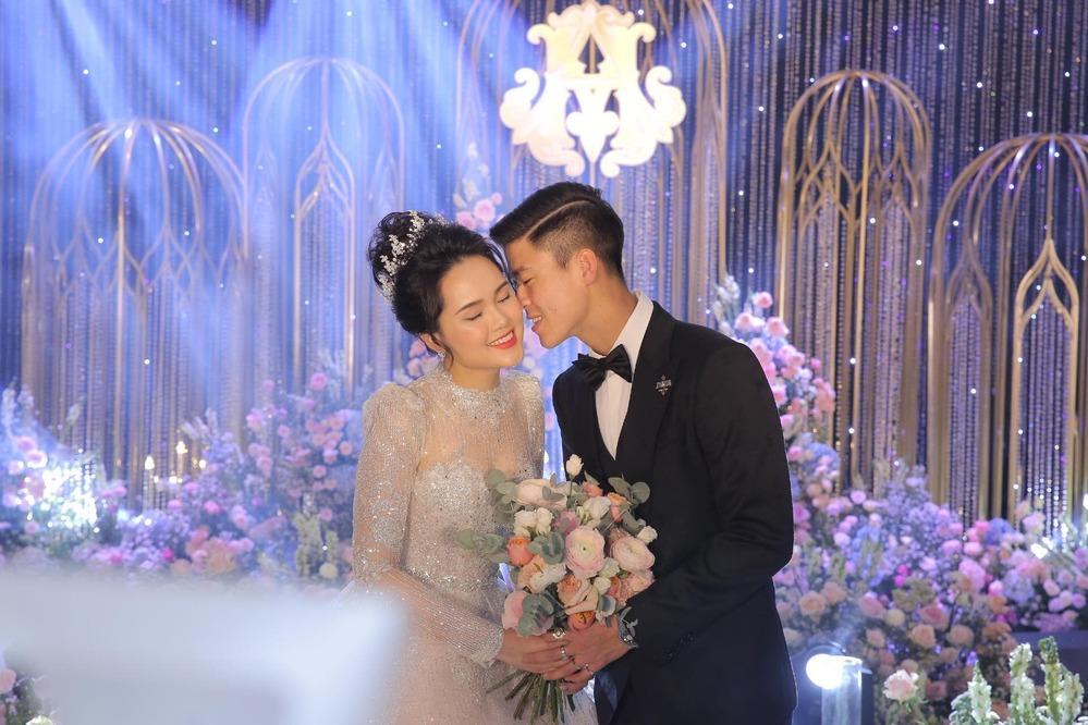Toàn cảnh tiệc cưới siêu to khổng lồ đẹp như MV nhạc của Duy Mạnh - Quỳnh Anh-4
