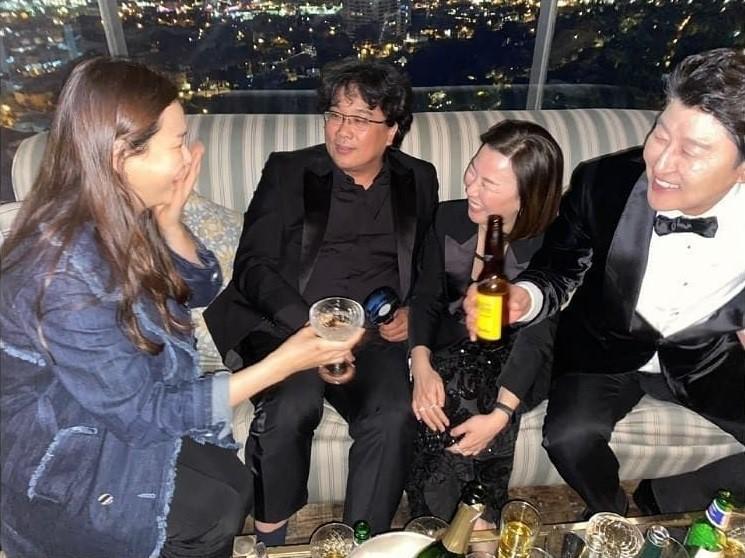 Hoa hậu Hàn bị chỉ trích hám fame khi đăng ảnh chúc mừng đoàn phim Ký Sinh Trùng tại Oscar-3