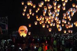 Lễ hội đèn trời ở Đài Loan diễn ra bất chấp dịch corona