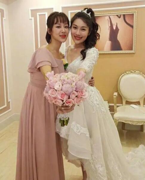 Mặc giản dị đi ăn cưới, Triệu Lệ Dĩnh và Dương Tử được khen ngợi hết lời-1