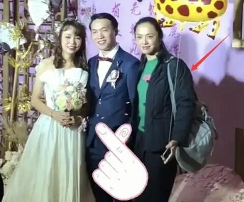 Mặc giản dị đi ăn cưới, Triệu Lệ Dĩnh và Dương Tử được khen ngợi hết lời-3