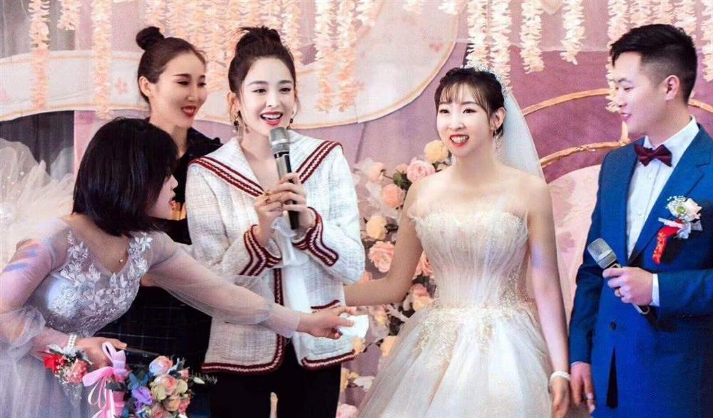 Mặc giản dị đi ăn cưới, Triệu Lệ Dĩnh và Dương Tử được khen ngợi hết lời-7