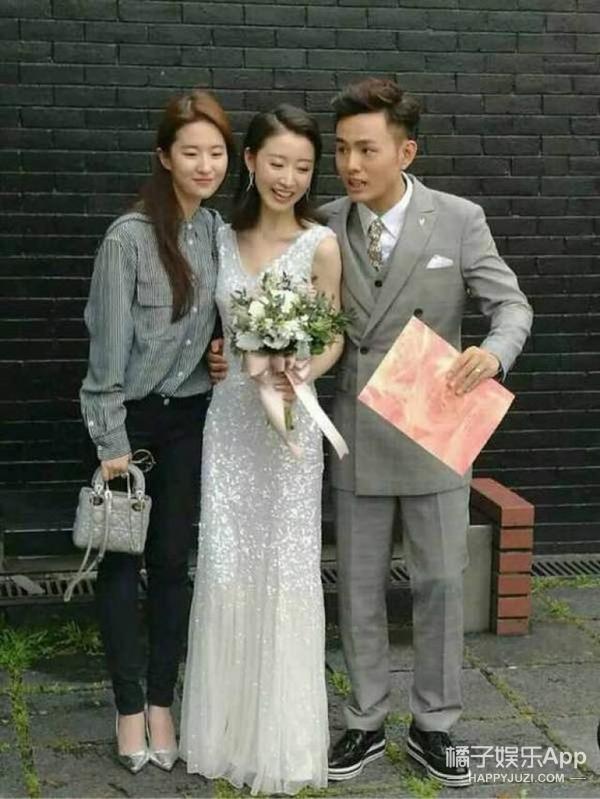 Mặc giản dị đi ăn cưới, Triệu Lệ Dĩnh và Dương Tử được khen ngợi hết lời-11