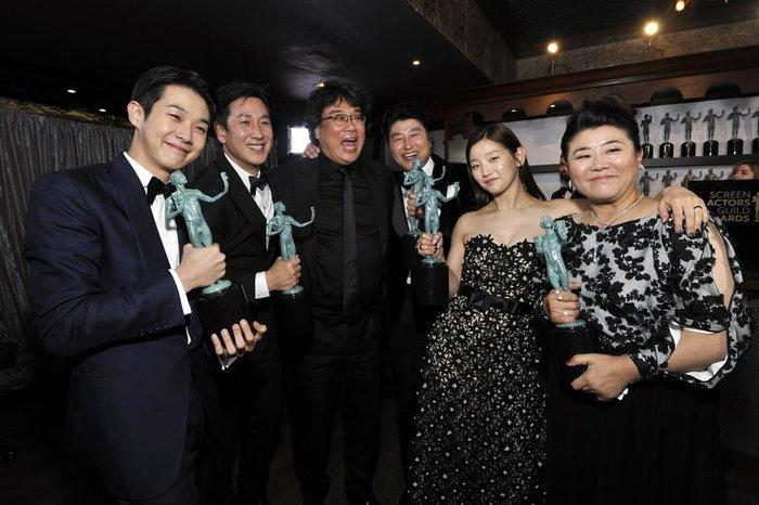 Boygroup Kpop nào vinh hạnh được trình diễn tại After Party ăn mừng chiến thắng lịch sử Oscar của Parasite?-2