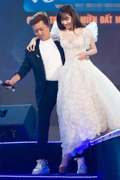 Top 3 ông chồng trong làng showbiz Việt đã giàu sụ lại còn có tài cuồng vợ đỉnh cao-2