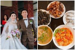 Vợ Phan Văn Đức khoe ảnh mâm cơm gia đình, dân mạng hết lời khen: 'Vợ như này ai chẳng muốn có'